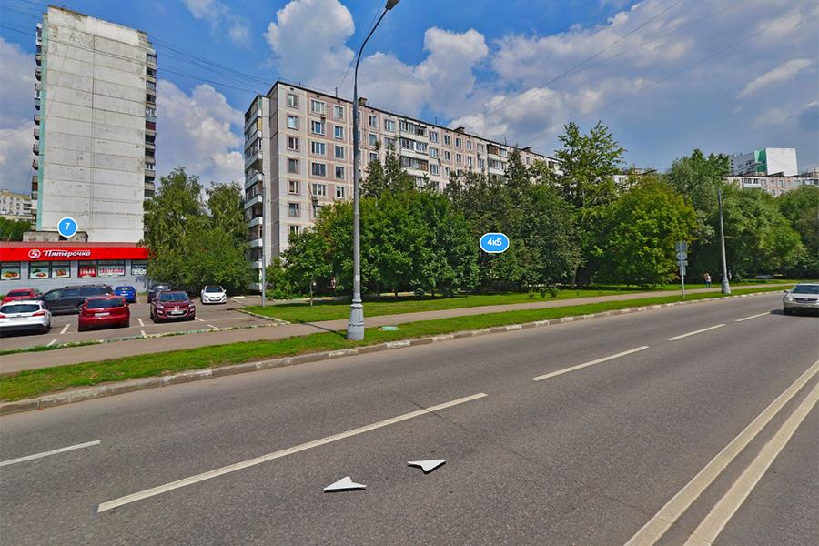 Улица Болотниковская в районе парка 70-летия Победы (бывший проектируемый проезд № 4668А). 2018 год. После ремонта