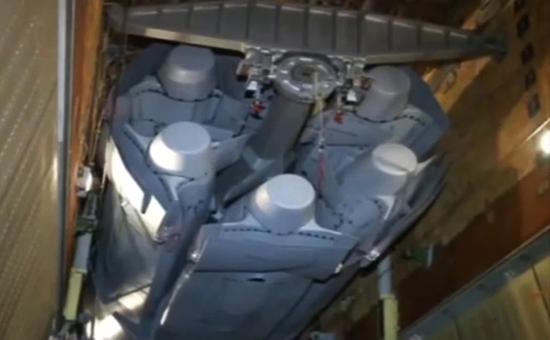 Стратегическая крылатая ракета Х-101 в грузотсекероссийского бомбардировщика Ту-160 перед боевым вылетом для нанесения массированного удара по объектам инфраструктуры ИГ в Сирии