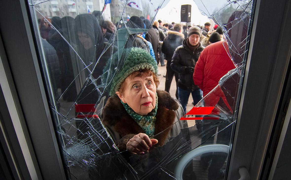 Жители в Донецке