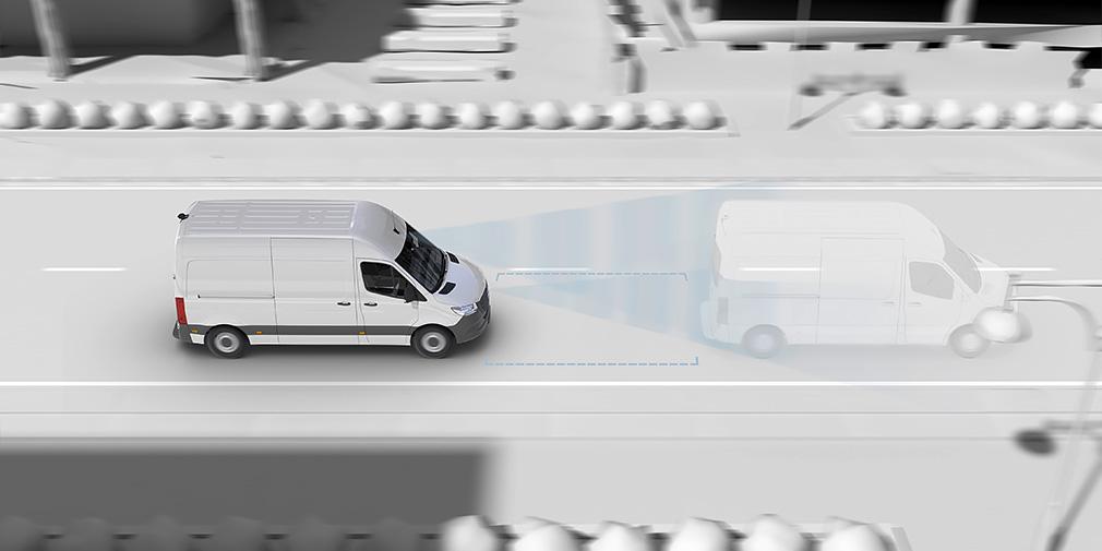 Адаптивный круиз-контроль DISTRONIC появился у модели впервые. Он позволяет задать постоянную скорость от 20 км/ч.