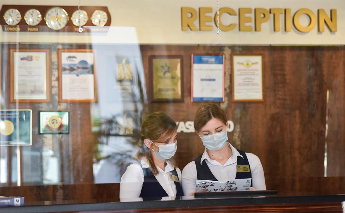 Сотрудницы санатория во время подготовки к приему отдыхающих