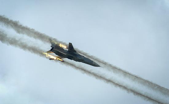 Российский фронтовой бомбардировщик Су-24. Архивное фото