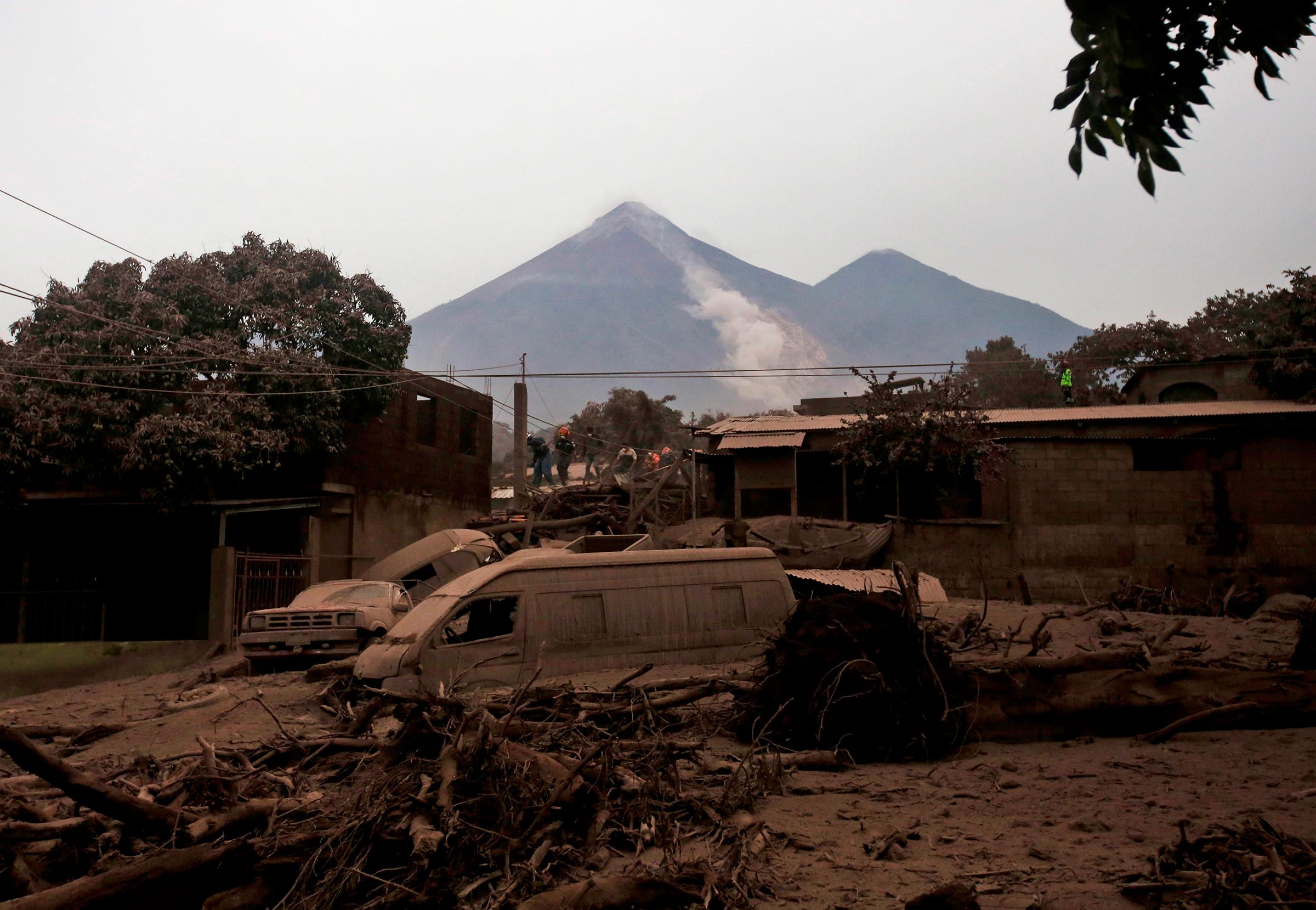 От извержения пострадалиодин из крупнейших промышленных центров страныгород Эскуинтла и находящиеся рядом с ним населенные пунктыРодео, Алотенанго и Сан-Мигель-лос-Лотес