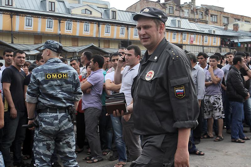 Апрашка давно превратилась в страшную этническую опухоль на теле Петербурга