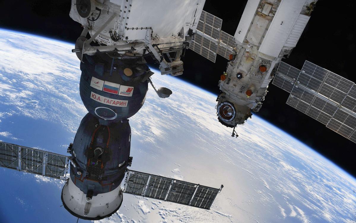 Рогозин назвал причину включения двигателей модуля Наука