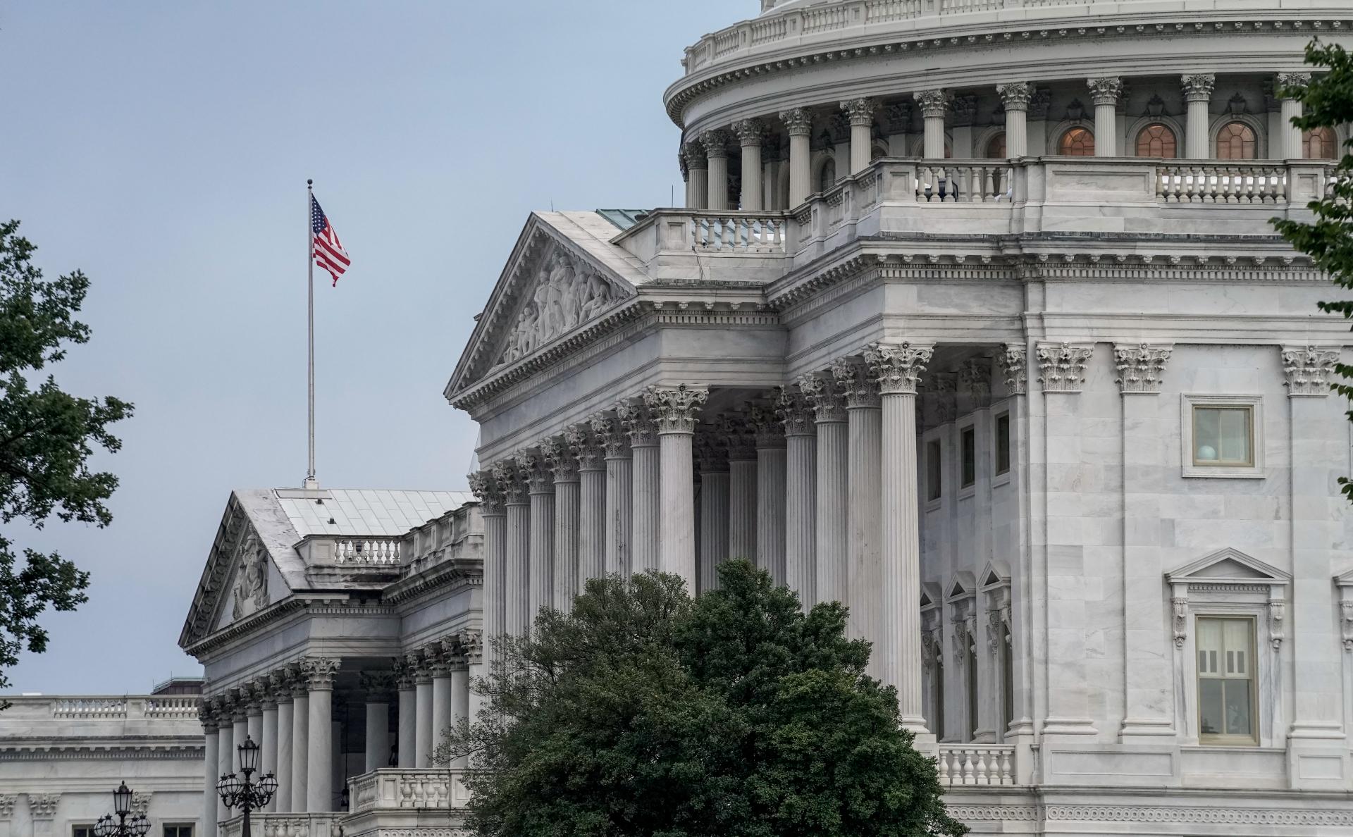 В конгрессе США одобрили повышение лимита госдолга во избежание дефолта