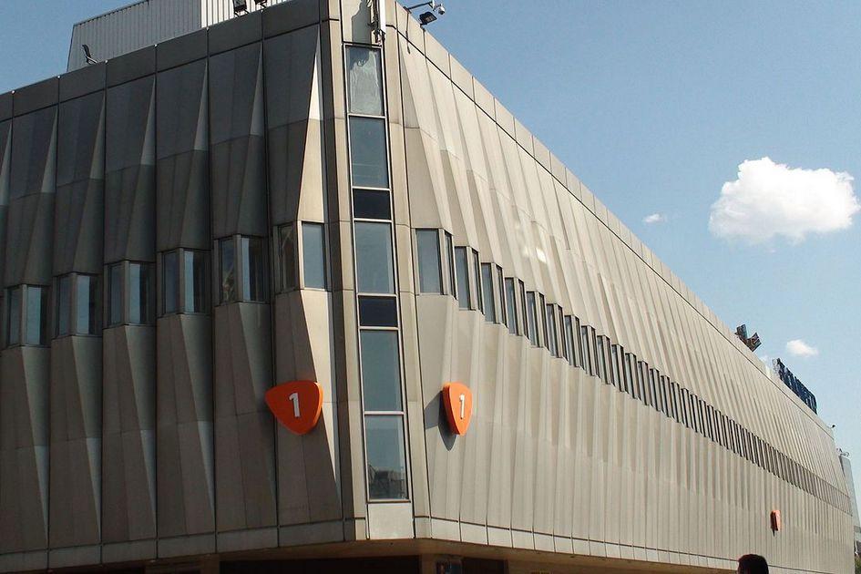 Гигантский выставочный комплекс  Выставочный кластер под названием «Экспоцентр» должен занять сразу 105 га рядом с деревней Большое Покровское — через дорогу от аэропорта Внуково. Общая площадь выставочных павильонов достигнет 1,2 млн кв. м, здесьже появятся гостиницы, склады и общественные пространства