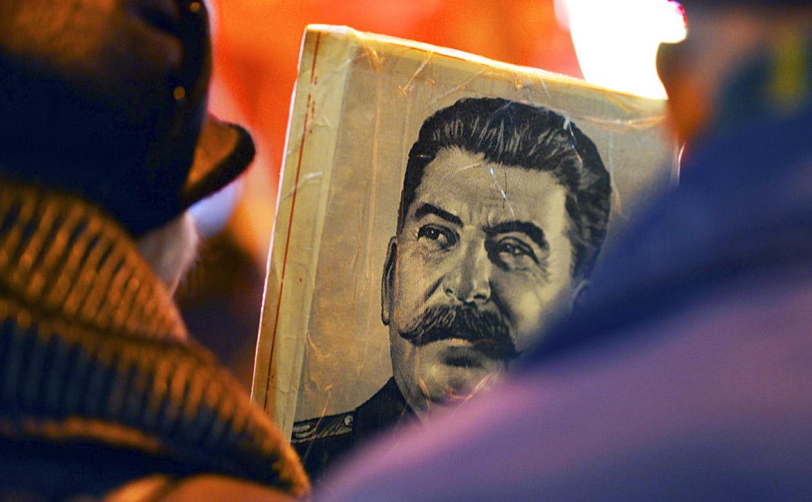Чайку попросили проверить «Смерть Сталина» и предупредить Мединского