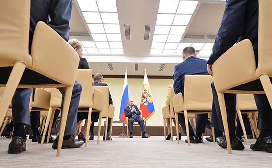 Путин раскритиковал несогласных с ОНФ чиновников