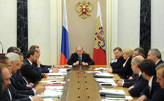 Президент РФ Владимир Путин проводит совещание с членами правительства о ходе выполнения задач, поставленных в послании Федеральному Собранию, 19 ноября 2014 г., Кремль