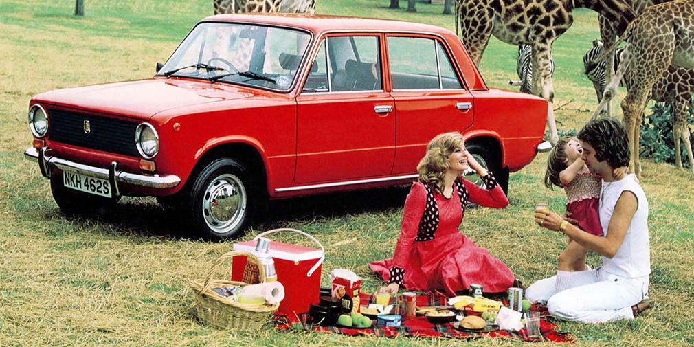 Тольяттинские машины активно поставлялись на экспорт, существовали даже праворульные версии. Значительно расширилась и география: помимо Восточной Европы, Африки и Латинской Америки, «копейки» поставляли в Швейцарию, Германию, Канаду и даже Новую Зеландию. Миллионный автомобиль был проставлен на экспорт 1977 году. А год спустя из 388 тыс. советских легковых машин, поставленных за рубеж, 285 тыс. были «Жигули».