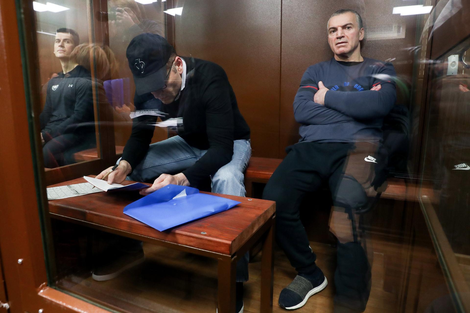 Зиявудин Магомедов, Магомед Магомедов и Артур Максидов (слева направо)