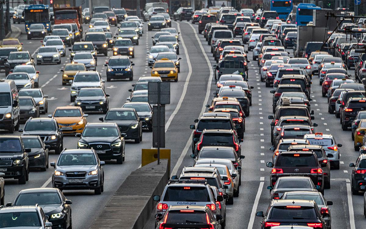 «Отказываться от транспортного налога нельзя». Что будет с ценами на АЗС