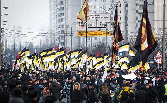 Участники акции «Русский марш»  в московском районе Люблино