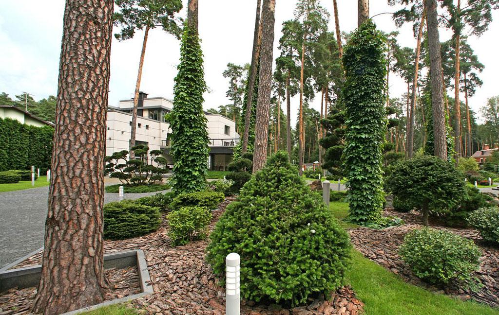 Дом находится научастке площадью 70 соток, расположен вклубном поселке «Валтим» в15км отМКАД поРублево-Успенскому шоссе