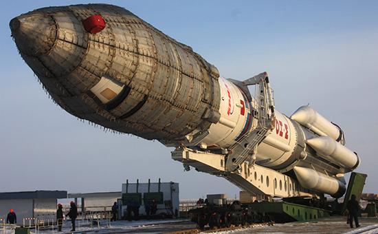 Подготовка к запуску ракеты-носителя «Протон» (архивное фото)