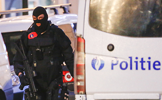 Бельгийский спецназовец во времярейда в центре Брюсселя, Бельгия