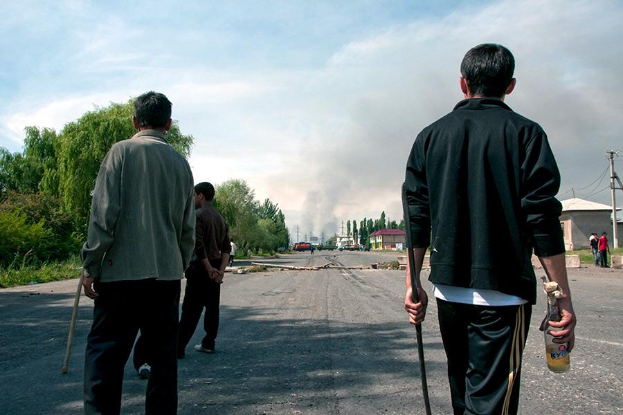 Беспорядки вгородеОш, Киргизия. 2010 год