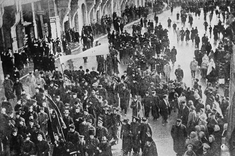 Манифестация наТверской улице стребованием освободить политических заключенных. 1905 год