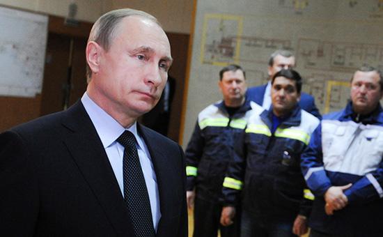 Президент России Владимир Путин вовремя запуска первой очереди энергомоста наполуостров Крым.  2 декабря 2015 года