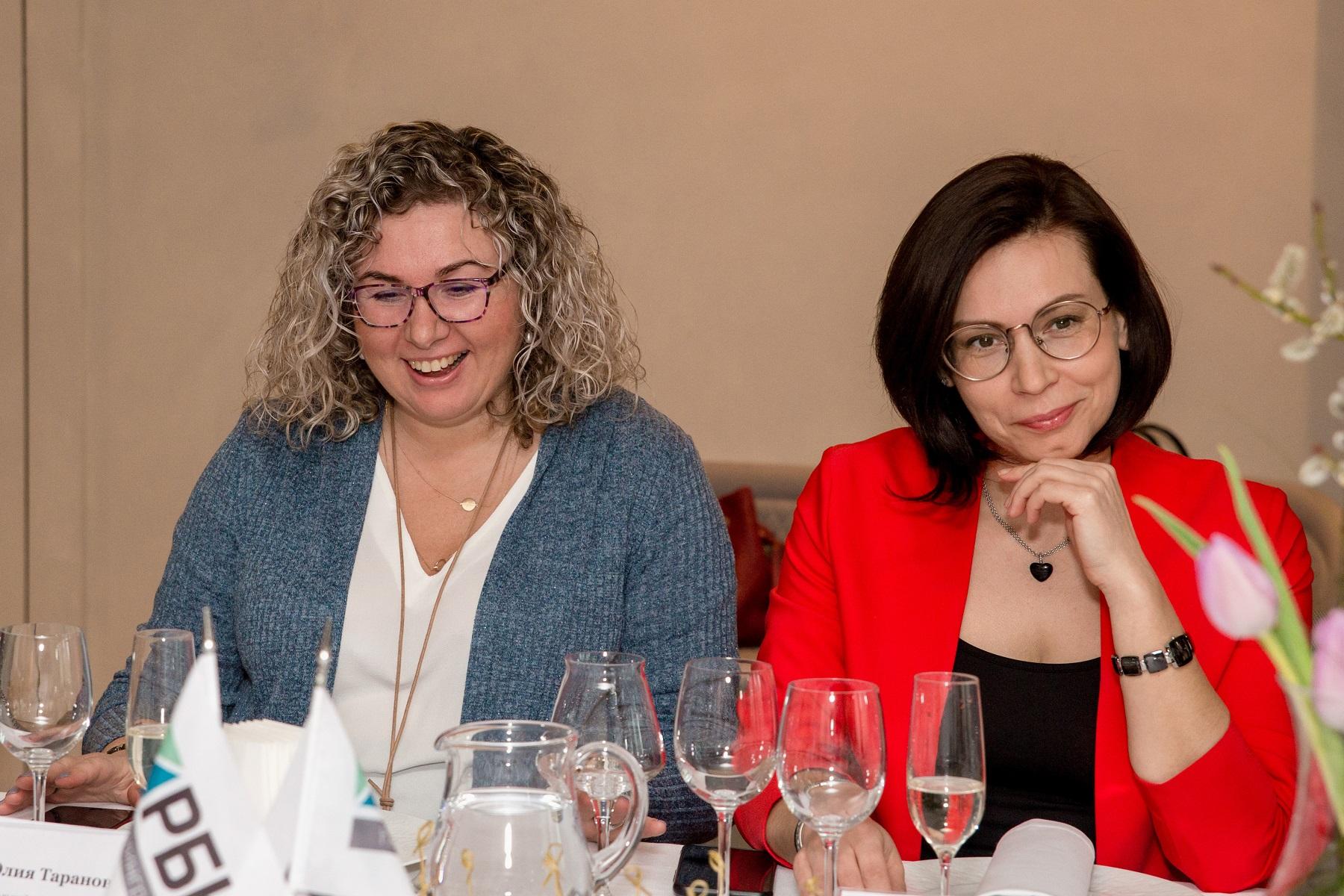 Фото: Юлия Таранова и Анна Хлевтова