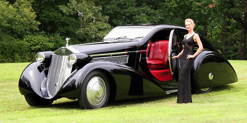 Rolls-Royce поставлял покупателям только шасси, а кузова изготавливались по индивидуальному заказу у именитых ателье: британских Barker, Park Ward, Mulliner, Hooper, итальянского Zagato. Один Phantom 1925 года выпуска сначала получил традиционный кузов от фирмы Barker, а спустя десять лет попал в руки бельгийских мастеров из Jonckheere, которые превратили его в обтекаемое купе с круглыми дверьми.