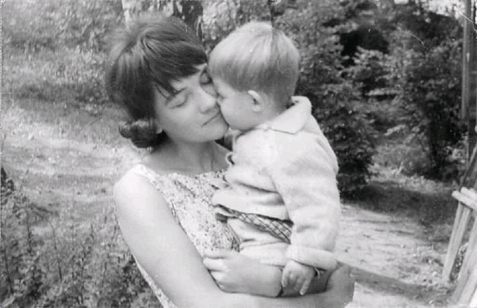 Бабушка с мамой