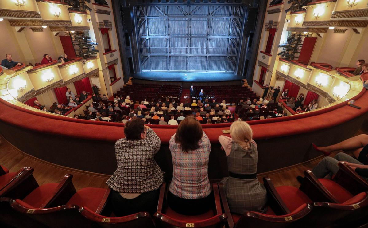Сбор труппы Государственного академического театра имени Евгения Вахтангова