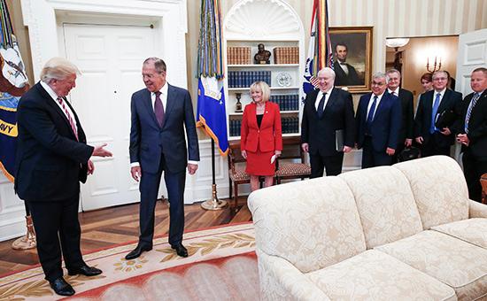 Дональд Трамп иСергей Лавров (слева направо)