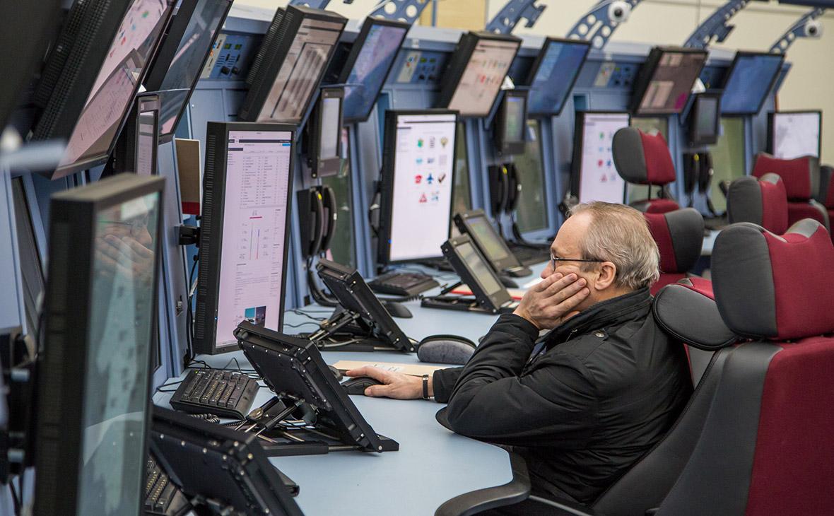 Диспетчер в центре управления полетами в аэропорту Внуково