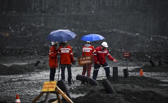 Рабочие накарьере ОАО «ЕВРАЗ КГОК».Август 2015 года