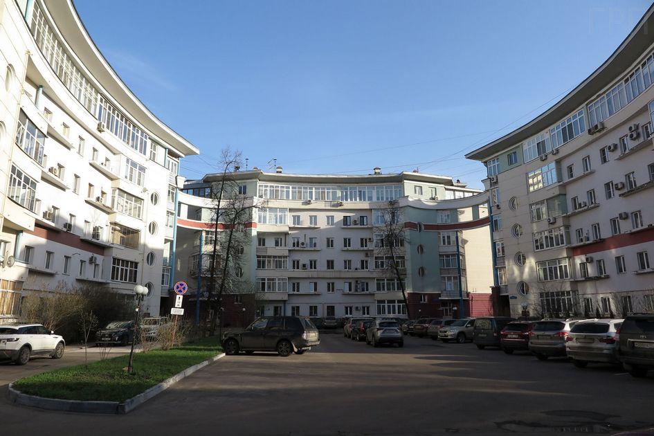 На 1-й Владимирской улице реконструировали сразу шесть типовых домов
