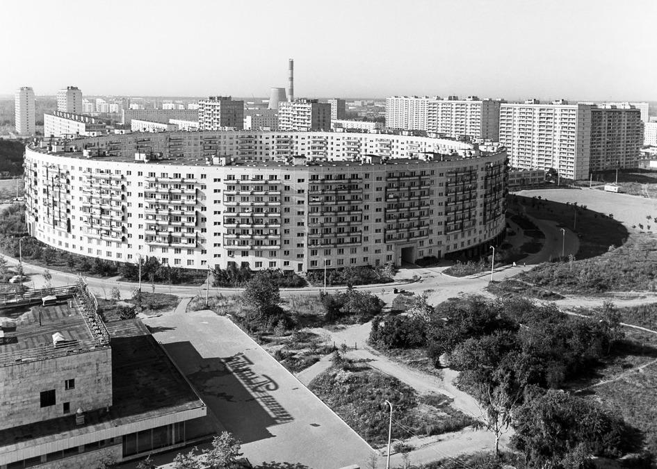 Район массовой застройки Матвеевское. На первом плане — кольцевой дом. 1976 год