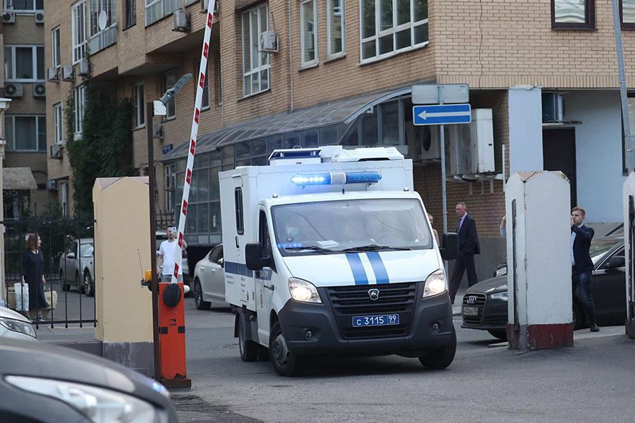 Михаила Ефремова доставили в Таганский суд