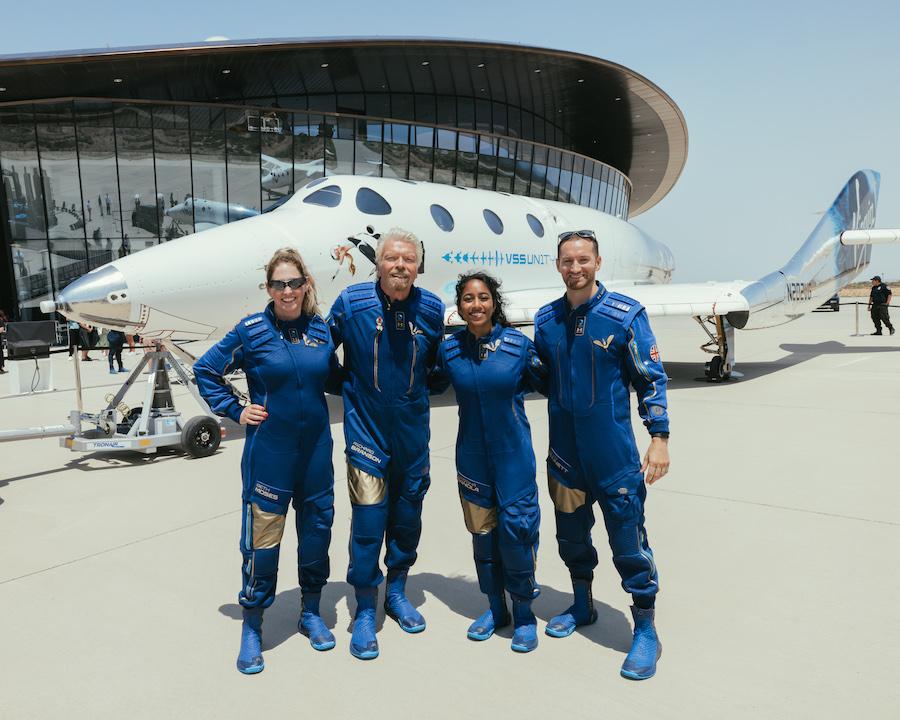 Команда Unity 22 компании Virgin Galactic. Суборбитальный полет был совершен 11 июля 2021 года, на девять дней раньше полета Джеффа Безоса