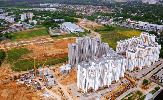 Вид на строительную площадку ЖК «Западные ворота столицы»