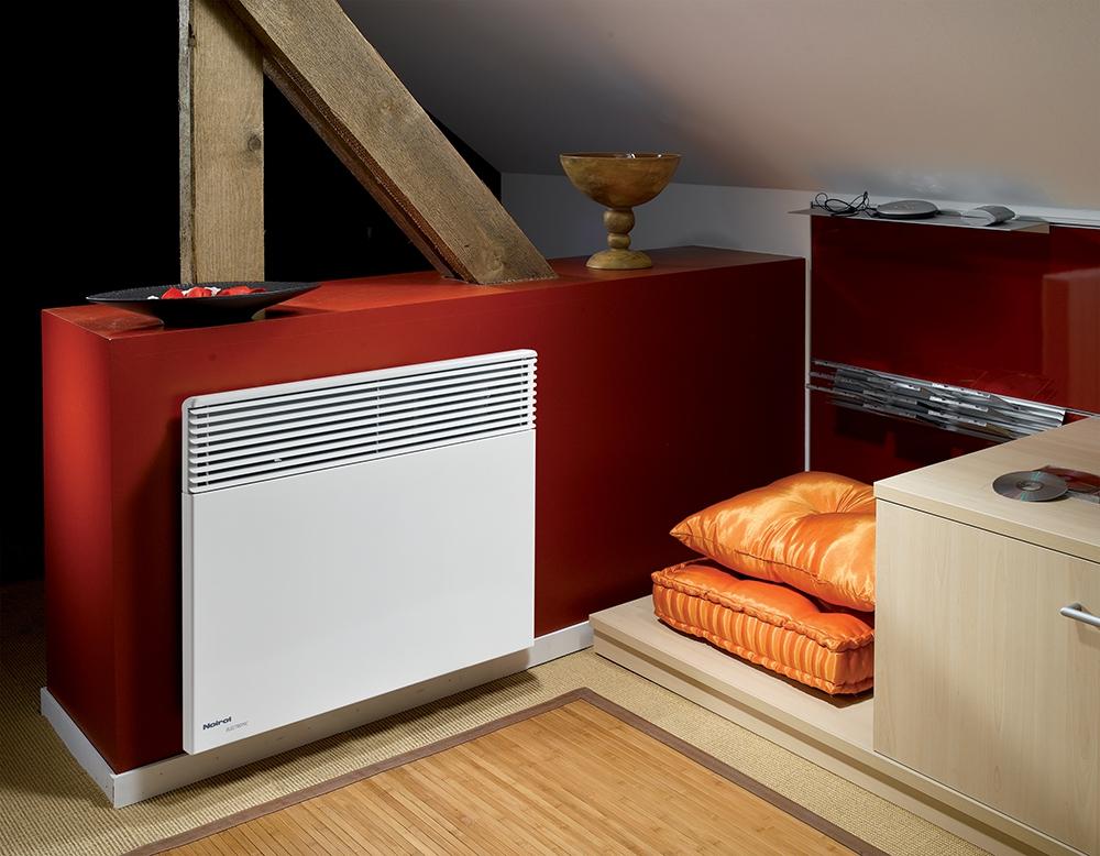 Электроконвектор фирмы Noirot создает мощный поток теплого воздуха за счет высоты полого корпуса. Его можно размещать на стене или на колесиках, которые покупаются отдельно