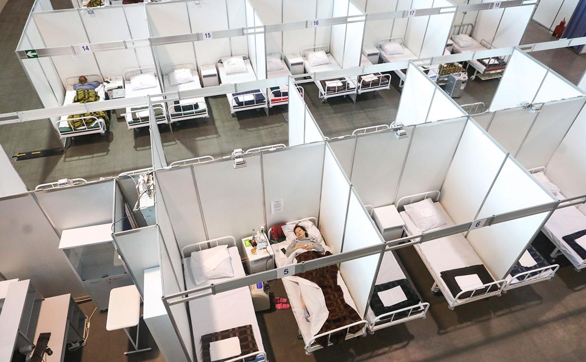 Временные боксы в «красной зоне» инфекционного госпиталя в «Ленэкспо»