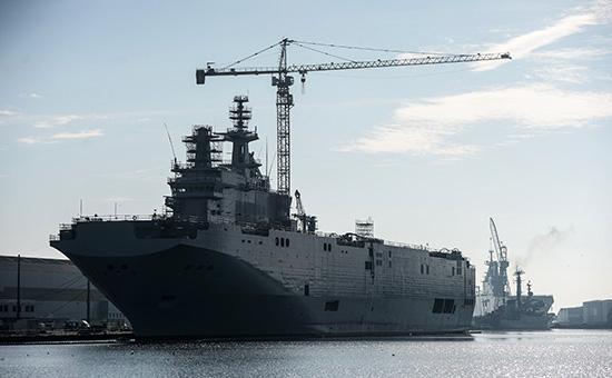 Десантный вертолетоносный корабль «Севастополь» типа «Мистраль» на судостроительном заводе фирмы STX Europe в городе Сен-Назер