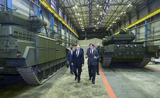 Президент России Владимир Путин наНПК «Уралвагонзавод». 25 ноября 2015 года