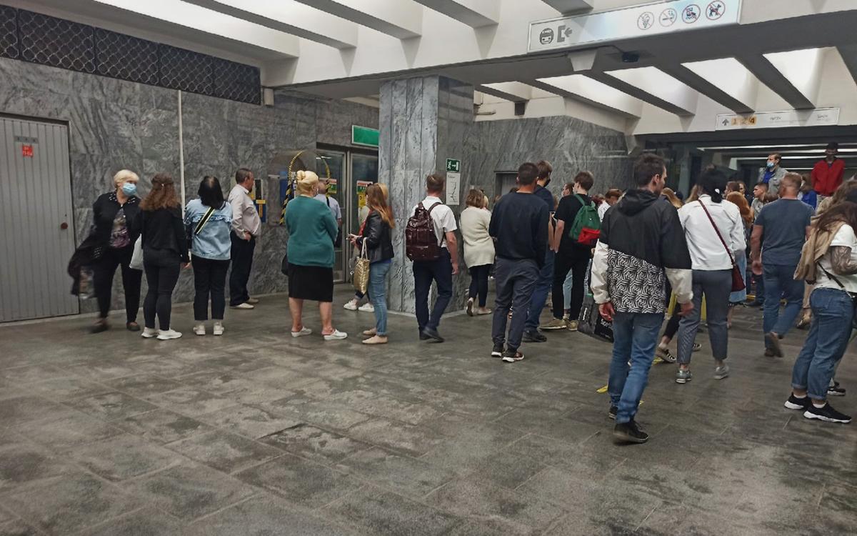 В Екатеринбурге из-за бесхозных предметов закрыли две станции метро