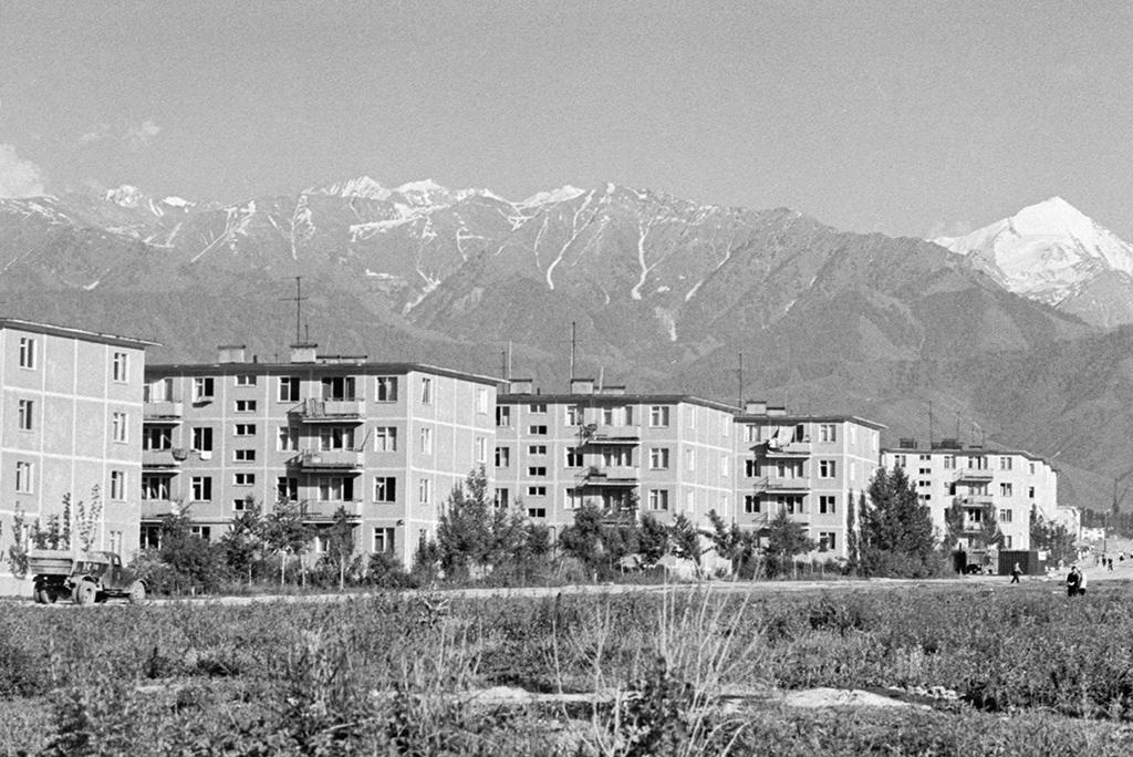 Жилые дома вновом микрорайоне столицы Казахстана Алма-Ате. 1967 год