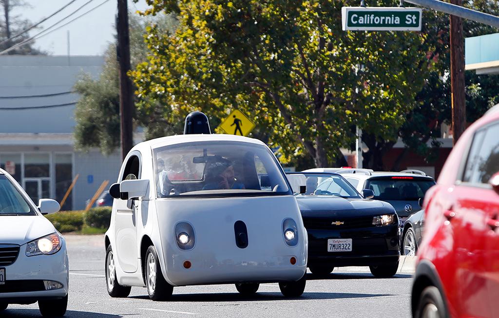 Беспилотный автомобиль Google наулицах Маунтин-Вью вСША, 2015 год