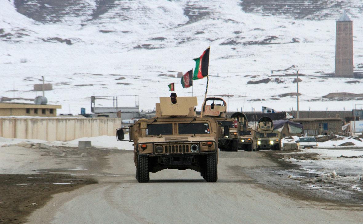 Силы афганской национальной армии направляются к месту крушения самолета