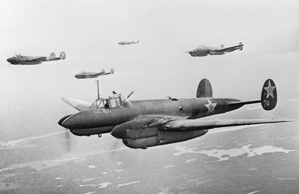 Разработка Пе-2 была начата силами конструкторов и инженеров специального КБ НКВД, СКБ-29 в середине 1938 года