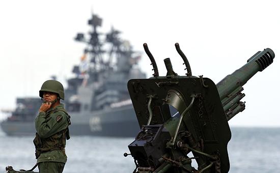 Корабль ВМФ России прибывает в порт Ла-Гуайра, 2008 год