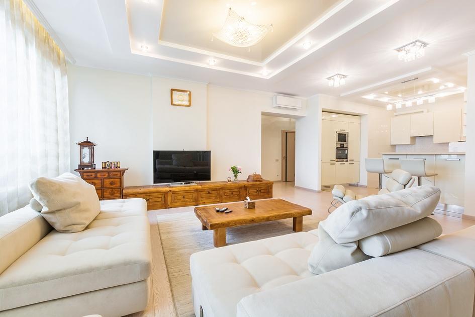 Российско-корейский дизайн получила трехкомнатная квартира свободной планировки площадью 120 кв. м