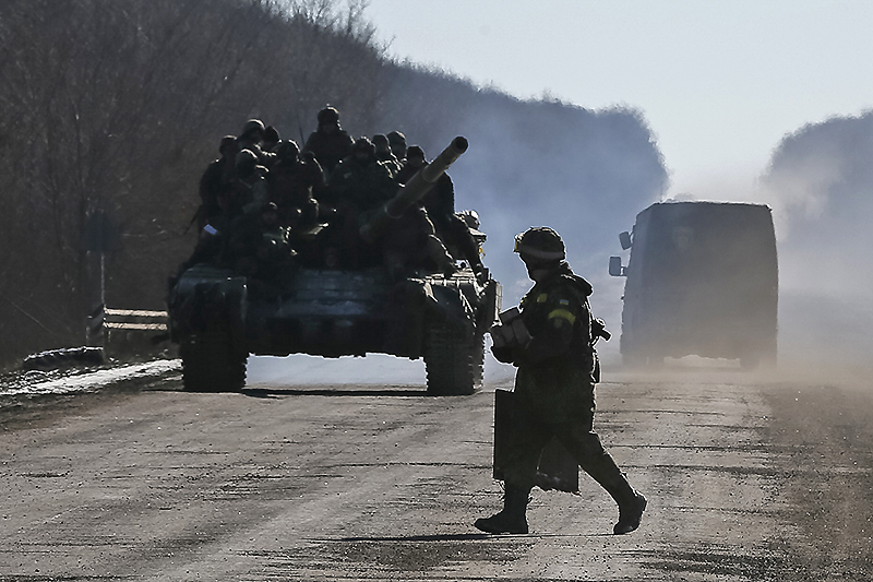 Украинская армия при выходе из Дебальцево