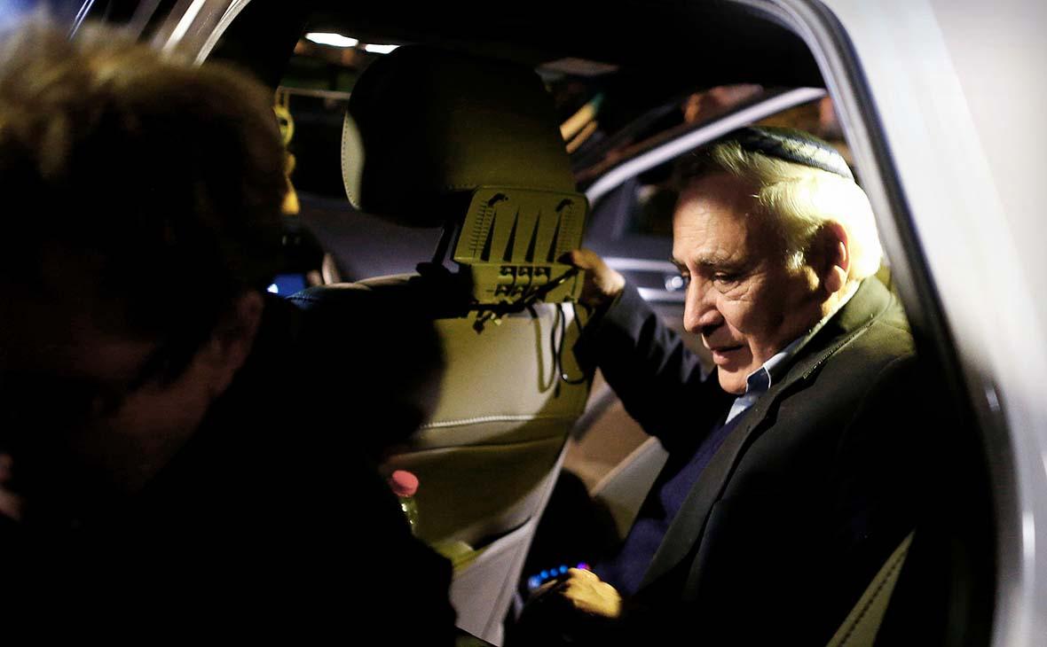 В июле 2006 года в центре секс-скандала оказался президент Израиля Моше Кацав, которого несколько его бывших сотрудниц обвинили в домогательствах и изнасиловании. В 2007 году Кацав пошел на сделку со следствием, признав часть обвинений, но в 2008 году отказался от нее, планируя доказать свою невиновность. В марте 2011 года бывшего президента приговорили к семи годам заключения.