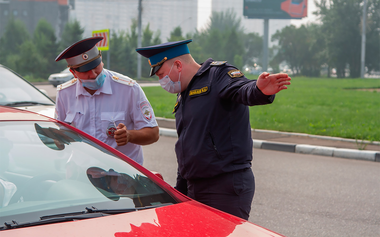 <p>Согласно законодательству, у автомобилиста есть 10 дней на обжалование постановления и 60 дней на оплату штрафа. Должникам грозит арест имущества, а также отказ в праве выезда за границу.</p>